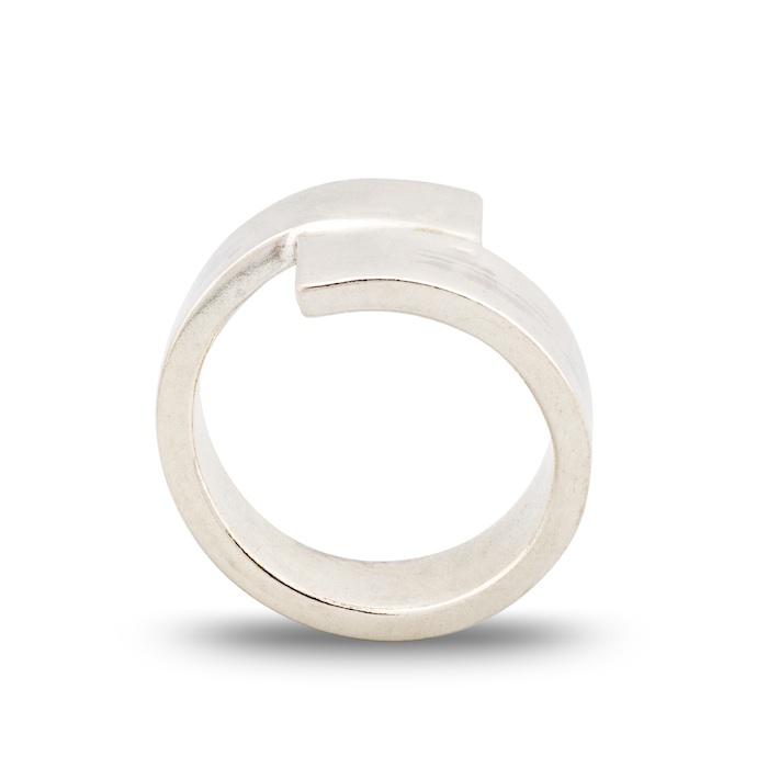 Dorothee Rosen Meeting ring Seven in sterling silver