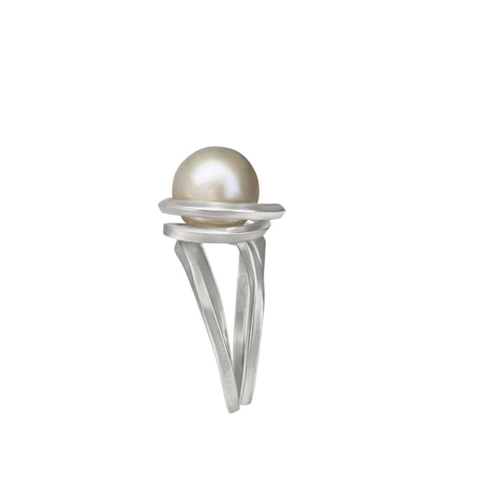 profile view of this handcrafted ring in sterling silver with Kasumiga pearl