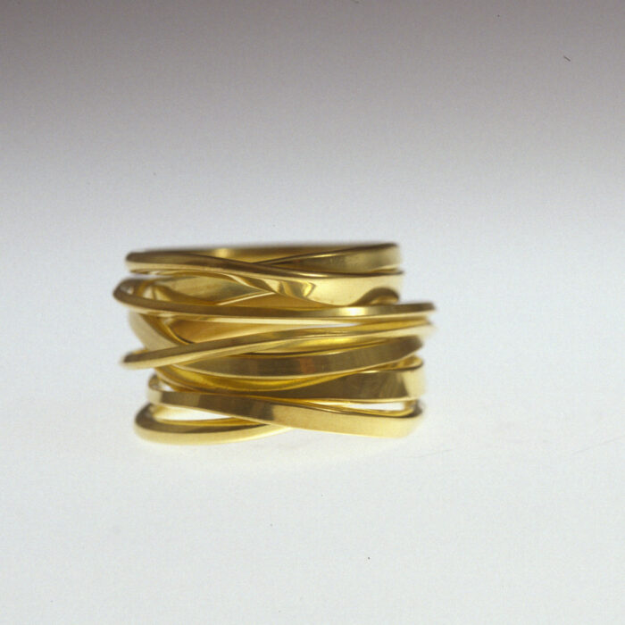 TwoFooter ring in 18k yellow gold