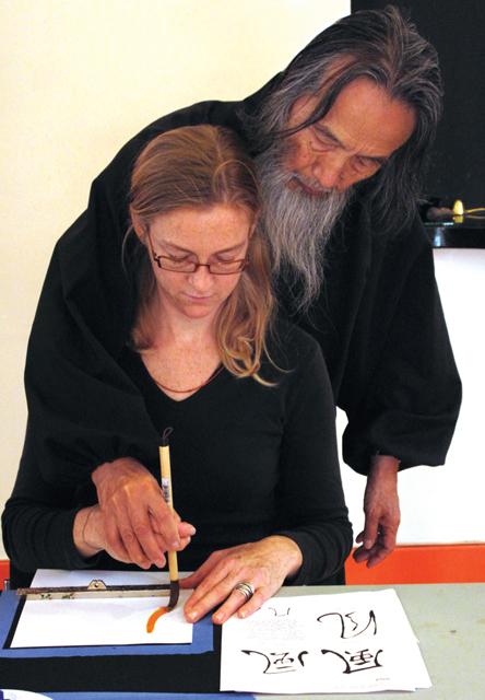 Dorothee Rosen doing calligraphy with Kazuaki Tanahashi Jewellery Inspiration